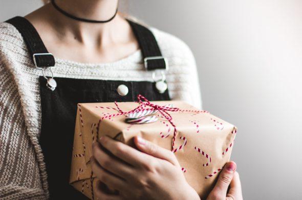 dia-dos-namorados-entrega-de-presente